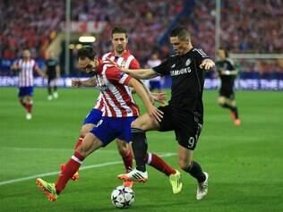 O atacante Fernando Torres, com história no clube espanhol, foi festejado pelos torcedores do Atlético
