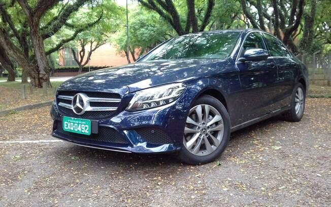 Mercedes C200 EQ Boost tem auxílio de um motor elétrico para aumentar o desempenho e reduzir o consumo do dia a dia
