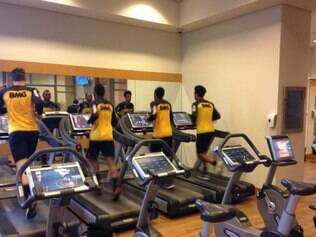 Depois do triunfo na estreia na Copa do Brasil, atleticanos fazem treino regenerativo em São Paulo.