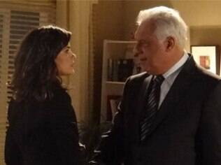 César e Aline trocam olhares tensos antes de caírem na tentação