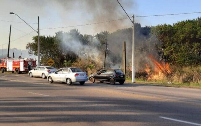 Área de mata pega fogo em Sumaré