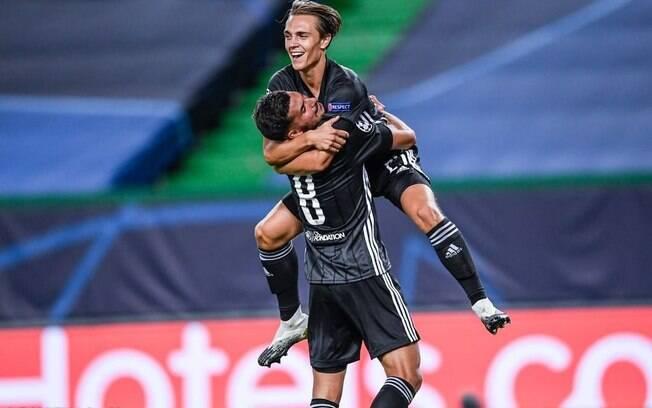 Lyon comemora o gol