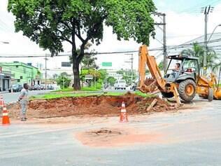 Mudança.  A rotatória que ficava na avenida Antônio Chagas Diniz, próximo à Grande Minas, foi retirada