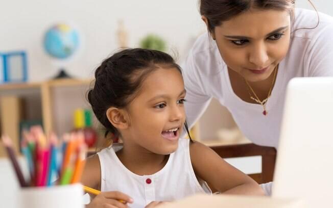 A gamificação em casa requer que os pais estejam sempre atualizados sobre o assunto para acompanhar os filhos