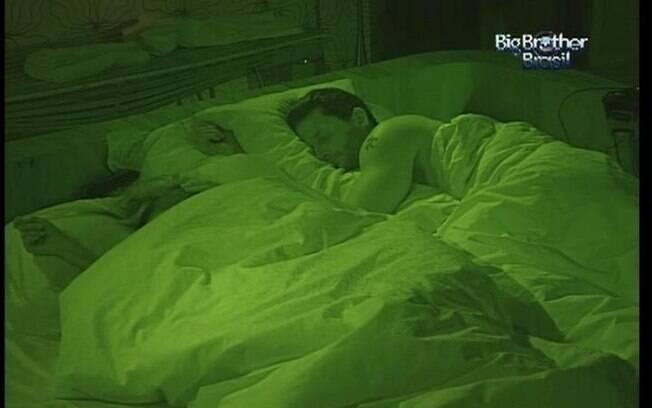 Ronaldo e Renata finalmente dormem