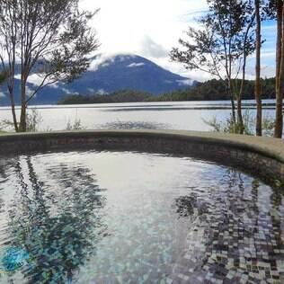 Depois de caminhar pelos bosques e geleiras, mergulhe nas piscinas com águas termais