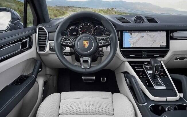 Porsche Cayenne trouxe reformulação da carroceria, que impactou diretamente na disposição do interior