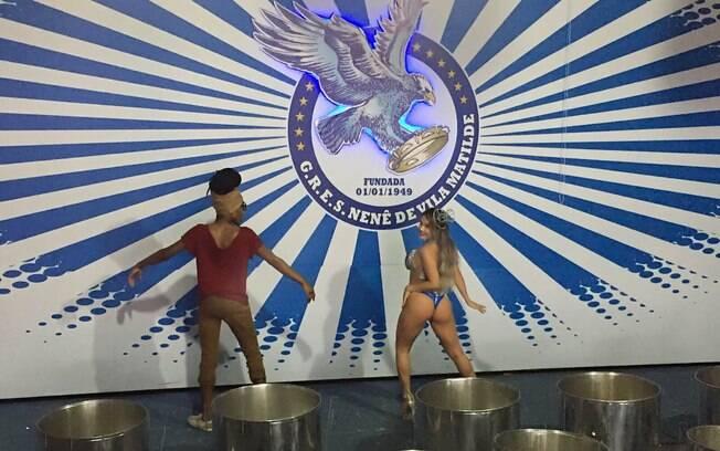 Gil Jung faz aula de samba com o coreógrafo da Nenê de Vila Matilde