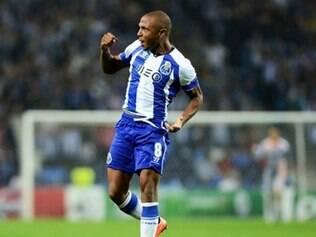 O francês Yacine Brahimi abriu o placar para o Porto no início do segundo tempo