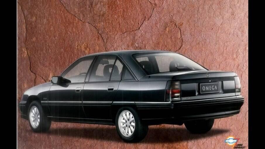 Sedã foi vendido até 1998, quando passou a ser substituído pelo sedã importado da Austrália