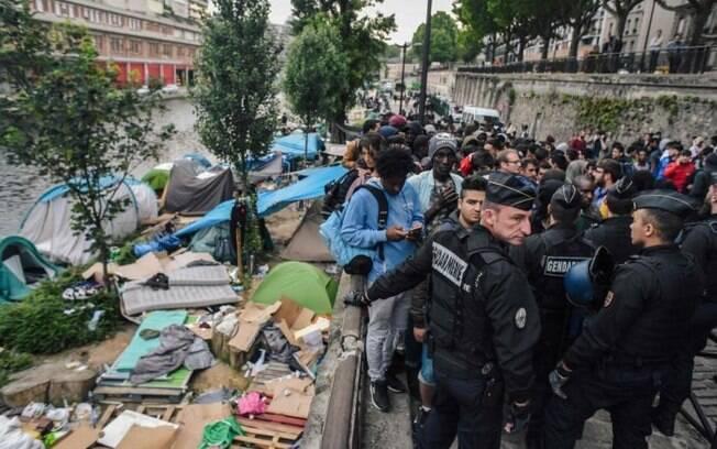 No mínimo, 900 pessoas foram desalojadas pela ação da polícia.