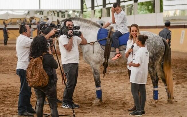 Equipe da TV IG gravando o vídeo da Equoterapia, no Regimento de Cavalaria da Polícia Militar
