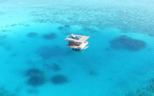 A cabine do Manta Resort é afastada da costa da praia