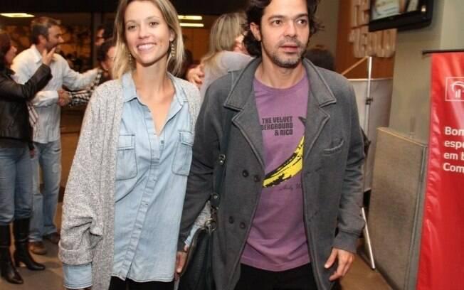 Juliana Didone e Bruno Mazzeo vão ao teatro
