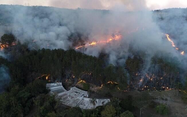 Incêndio atinge área verde da Serra dos Cocais, em Valinhos