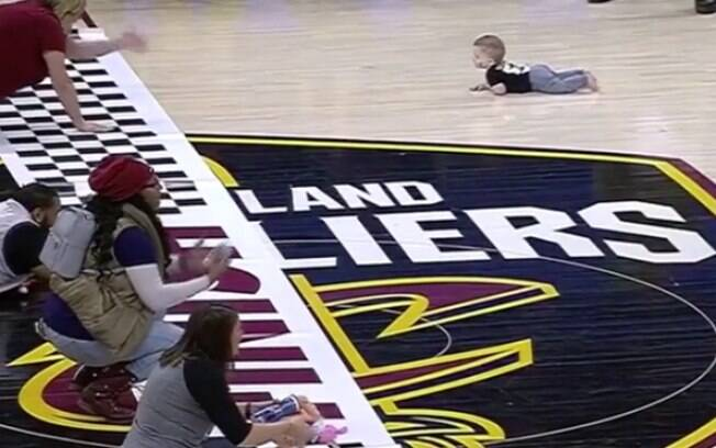 Corrida de bebês é momento fofura do final de semana da NBA