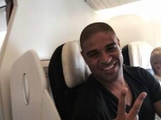 Adriano, em viagem para a França, para acertar detalhes com o Le Havre, na última semana