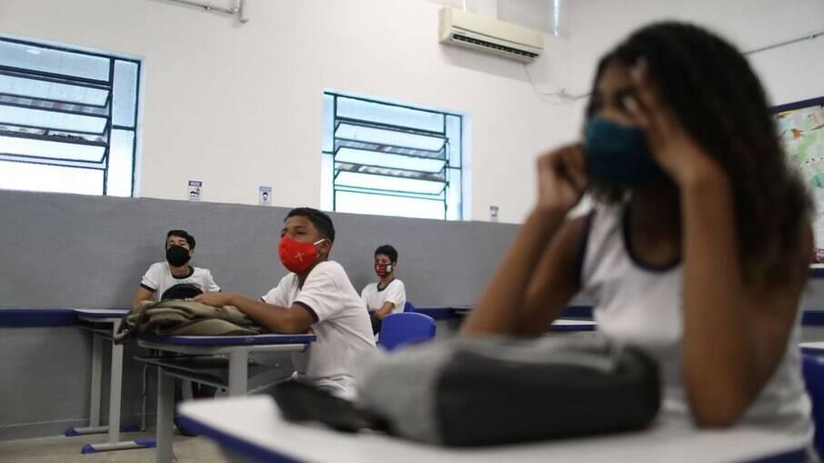 Mesmo com mais restrições, governo de SP mantém escolas abertas; veja as regras