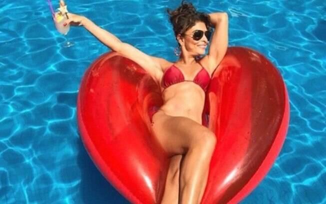 Juliana Paes exibe boa forma em comemoração dos seus 39 anos