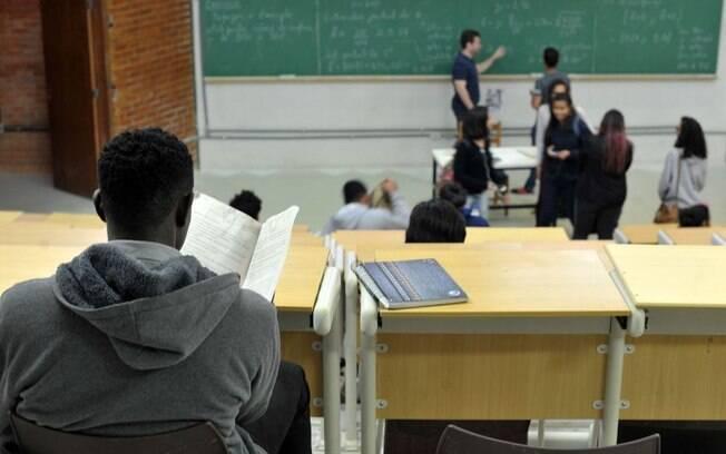 Prouni dá bolsas integrais e parciais para estudantes de baixa renda em universidades particulares do país