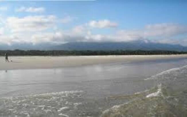 A praia de Itaguaré, em Bertioga, pode ser o seu próximo destino