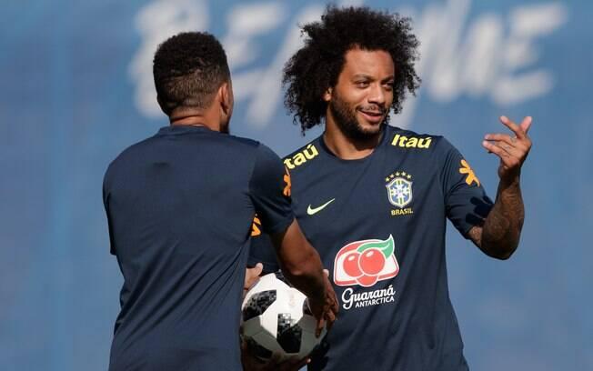 Lateral Marcelo voltou a treinar com a seleção brasileira, mas sua presença no time brasileiro é incerta