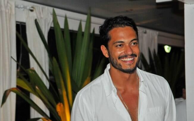... Raphael Viana...