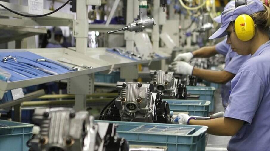 2020 encerrou com aumento de empregos na indústria, o que não acontece desde 2011