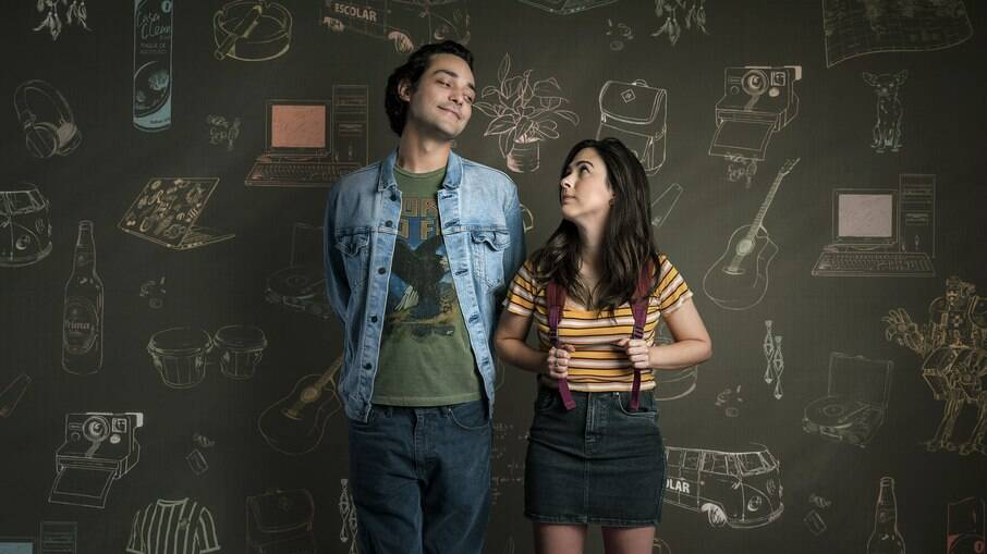 A série conta a história de duas pessoas frustradas com encontros online, mas a ficção também tem partes reais