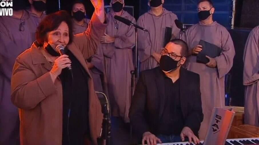 Déa Lúcia canta em homenagem a Paulo Gustavo