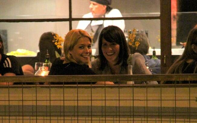 Thais Fersoza e Fernanda Pontes jantam em restaurante no Rio