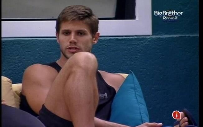 Jonas conta que não quis beijar Renata