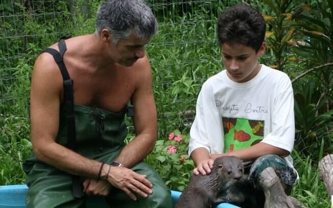 No Projeto Lontra, turista pode ser voluntário por um dia