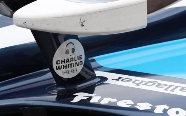 Carros da Indy usaram adesivos em homenagem a Charlie Whiting, ex-diretor de provas da F1 morto no dia 14 de março