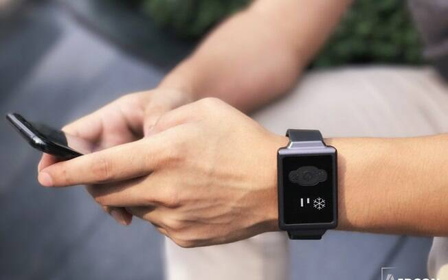 O relógio digital pode ser usado durante o sono, em momentos casuais e no meio de atividades físicas.