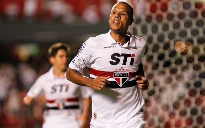 Luis Fabiano comemora o gol da vitória do São  Paulo