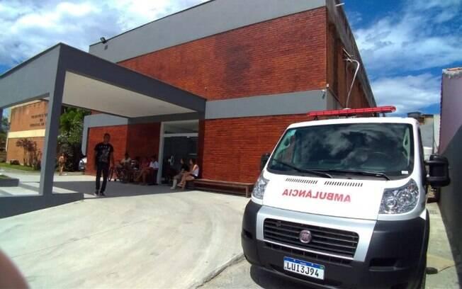 Homem chegou a ser socorrido e levado para o Hospital Geral de Arraial do Cabo, mas não resistiu aos ferimentos