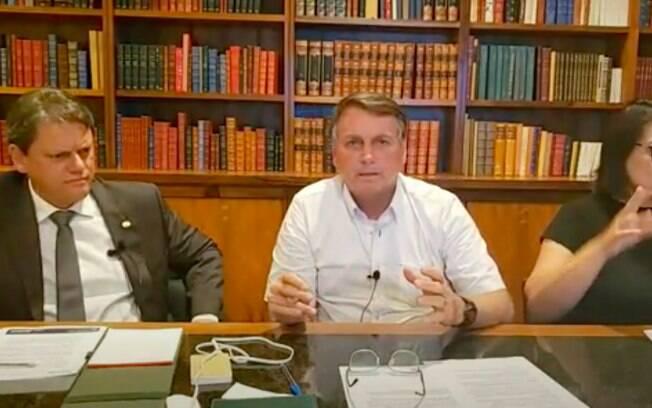 Tarcísio Gomes de Freitas, ministro da Infraestrutura, e o presidente Jair Bolsonaro durante live nesta quinta (1)