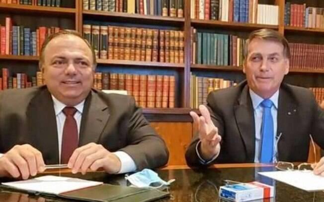 Pazuello ao lado de Bolsonaro
