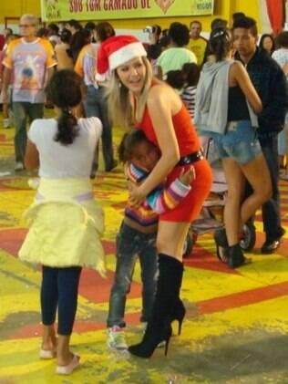 Tania se emocionou com o carinho das crianças