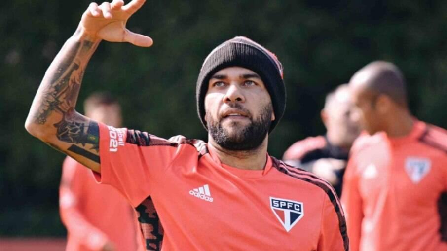 Daniel Alves pode estar de saída do São Paulo