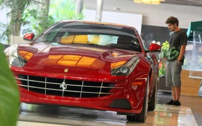 Dono De Um Carro De R 500 Mil Caio Castro Admira Ferrari