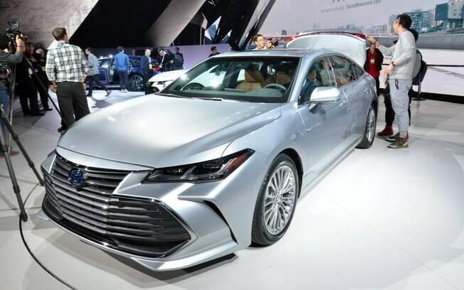 O Toyota Avalon tem linhas sóbrias no exterior, característica que costuma atrair os norte-americanos