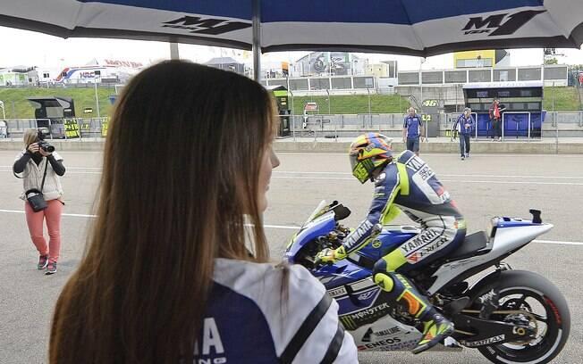 As belas moças também marcaram presença na  prova de MotoGP, em Hohenstein-Ernstthal, na  Alemanha
