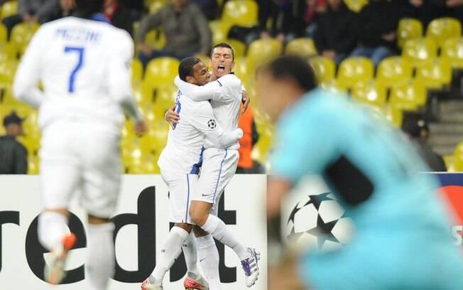 O zagueiro Lúcio foi o responsável por um dos  gols na vitória por 3 a 2