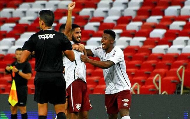 Na estreia de Roger, Fluminense derrota o Flamengo com um golaço e vence a primeira no Carioca