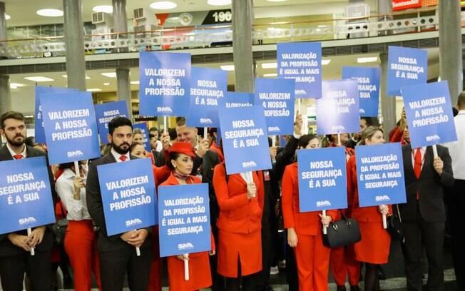Funcionários da Avianca protestam no aeroporto Santos Dumont, no Rio de Janeiro