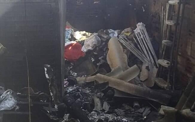 Segundo o Corpo de Bombeiros, o fogo durou quase duas horas até ser combatido