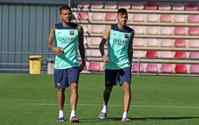 Neymar e Daniel Alves no treino do Barcelona