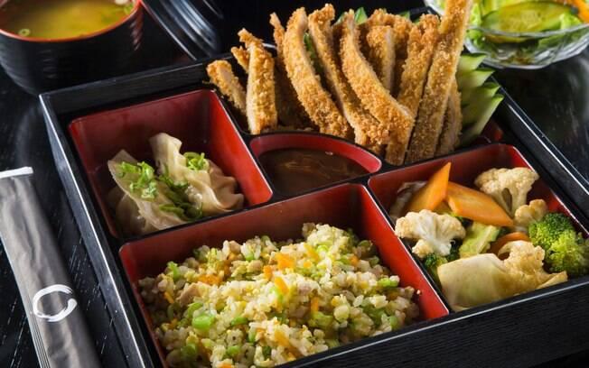 Restaurante oferece opções como o tonkatsu bentô